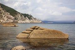 Het Verre Oosten van Rusland. De kust van het Japanse overzees Stock Foto