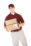 Het verschepen: Glimlachende Leveringsmens met Pakketten Stock Foto