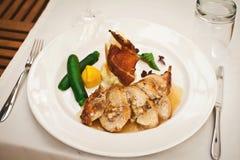 Het verse gezonde voedsel met chiken en groenten Royalty-vrije Stock Afbeeldingen