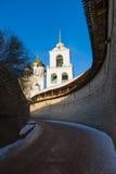Het versterkte gebied en de Drievuldigheidskathedraal van Pskov het Kremlin stock foto