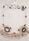 Het verticale kader van vrouwelijke ornamenten Stock Afbeelding