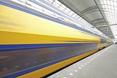 Het vertrek van de trein van Amsterdam Nederland Stock Afbeelding
