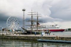 Het vertrek van Viking-lijnveerboot van de pijler in de haven van Stock Foto