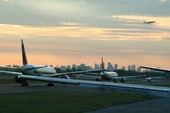 Het vertrekverkeer van het vliegtuig royalty-vrije stock foto's