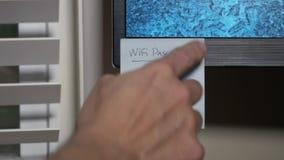 Het vervangen van Ingewikkeld WiFi-Wachtwoord met Gemakkelijke  stock footage