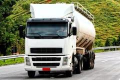 Het vervoeren van de vrachtwagen royalty-vrije stock afbeeldingen