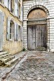 Het Vervoeringang van Portecochere op Oud Frans Huis Stock Afbeeldingen