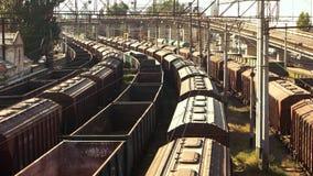 Het vervoersplatform van de treinvracht stock footage