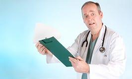 Het verwarde Resultaat van de Test van de Lezing van de Arts uit Medische stock afbeeldingen