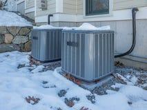 Het verwarmen en airconditionings aan hitte worden gebruikt en koele eenheden een huis dat Royalty-vrije Stock Afbeelding