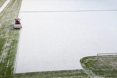 Het verwijderen van sneeuw Stock Afbeelding