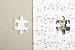 Het verzamelen van dollarbankbiljet met puzzel Royalty-vrije Stock Afbeelding