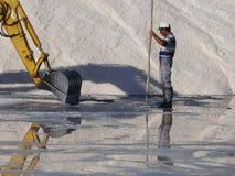 Het verzamelen van Tavira-zout Stock Afbeeldingen