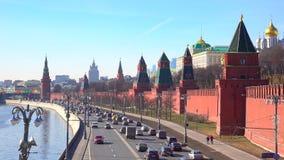 Het vestigen van schot van Moskou het Kremlin en de rivier van Moskou, Rusland 4k lengte stock video
