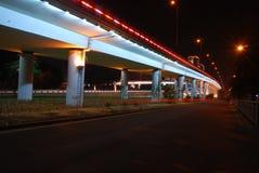 Het viaduct van de nachtmening stock foto