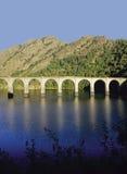 Het viaduct van de spoorweg stock foto