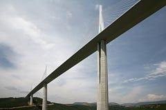 Het viaduct van Millau en de Vallei van de Tarn Stock Foto
