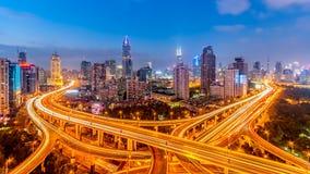 Het viaduct van Shanghai in de avond Stock Afbeelding