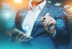 Het video Marketing Concept Reclame van de het Commerciële Netwerktechnologie van Internet royalty-vrije stock foto's
