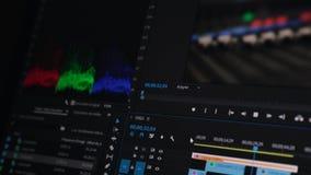 Het video uitgeven op een computer, postproduction, klemmaker 4K stock video