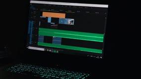 Het video uitgeven op een computer, postproduction, klemmaker 4K stock footage
