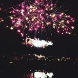 Het Vierde van de vuurwerkvertoning van juli stock fotografie