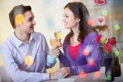 Het vieren de dag van de Valentijnskaart Stock Fotografie