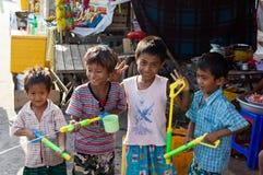 Het vieren het Festival 2012 van het Water in Myanmar Stock Foto