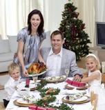 Het vieren van de familie het diner van Kerstmis met Turkije Royalty-vrije Stock Afbeeldingen