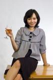 Het Vieren van de vrouw met Wijn Royalty-vrije Stock Afbeeldingen