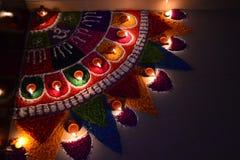 Het vieren van het festival van Diwali met kleurenlicht & kleuren Stock Afbeelding