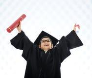 Het vieren van het jonge geitje het een diploma behalen diploma Stock Foto's