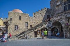 Het vierkant in de oude stad van Rhodos Stock Foto