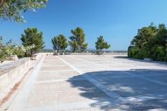 Het vierkant in het de stadspark van Avignon op de rots van Doms Royalty-vrije Stock Afbeeldingen