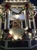 Het Vierkant van de Brecksvillestad bij dageraad met Kerstmisdecoratie Stock Afbeelding