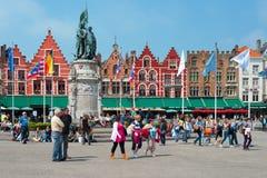 Het Vierkant van de markt in Brugge Stock Afbeelding