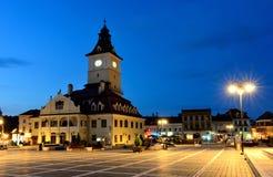Het Vierkant van de Raad van Brasov, nachtmening in Roemenië Royalty-vrije Stock Afbeelding