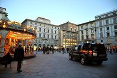 Het vierkant van de republiek en carabienieriauto in de stad van Florence, Italië Stock Fotografie