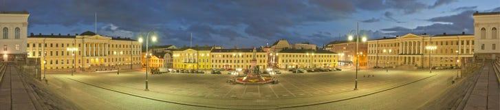 Het Vierkant van de senaat in Helsinki bij nacht. Panorama royalty-vrije stock afbeeldingen