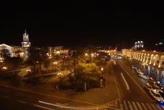Het vierkant van de stad bij nacht in Arequipa, Peru Royalty-vrije Stock Foto's