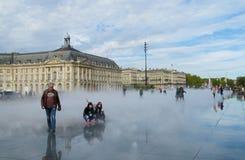 Het vierkant van de waterspiegel in Bordeaux, Frankrijk Stock Afbeeldingen