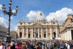 Het Vierkant van heilige Peter in Vatikaan Stock Afbeelding