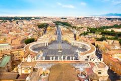 Het Vierkant van heilige Peter in Vatikaan, Rome, Italië Stock Afbeelding