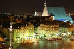 Het Vierkant van het kasteel bij nacht. Warshau. Polen stock fotografie