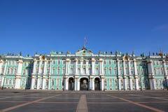 Het Vierkant van het paleis, het museum van de Kluis. Heilige-Petersburg Stock Afbeelding
