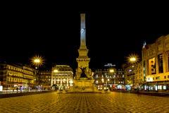 Het Vierkant van Restauradores bij nacht. Lissabon, Portugal Stock Foto