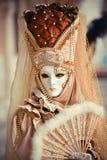 Het vierkant van San Marco Mooi Venetiaans gemaskeerd model van Venetië Carnaval 2015 stock foto's