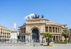 Het vierkant van theaterpoliteama in Palermo, Italië Stock Foto