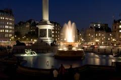 Het Vierkant van Trafalgar bij Nacht stock foto's