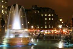 Het vierkant van Trafalgar bij nacht, Londen Stock Afbeelding